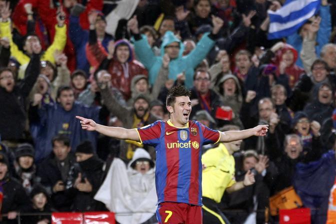 L'ex Valencia firma due gol, sempre ispirato da Messi. Reuters