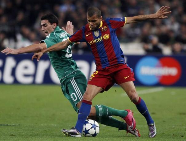 """Daniel Alves: """"E' impossibile che un solo difensore riesca a fermare Messi""""."""