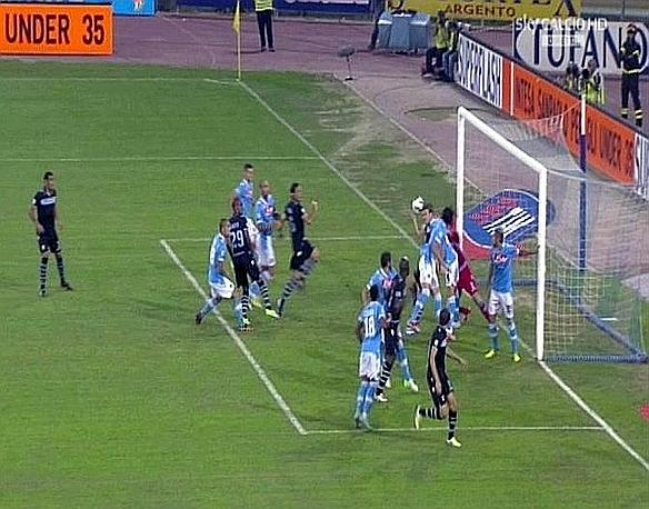 Amazing Fair Play: Miroslav Klose (Lazio) handballs a goal against Napoli but gets the referee to chalk it off