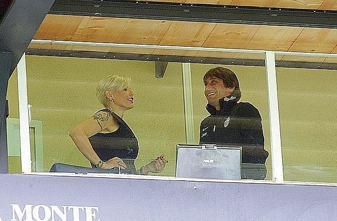 La sorella del presidente bianconero Massimo si è intrattenuta per diversi minuti con l'ex tecnico del Siena, oggi alla Juve, Antonio Conte. LaPresse