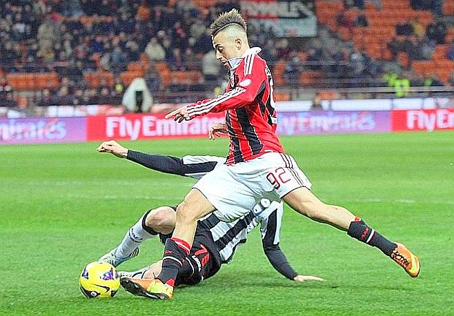 El Shaarawy tocca il pallone, lo far anche Hertaux. Ansa