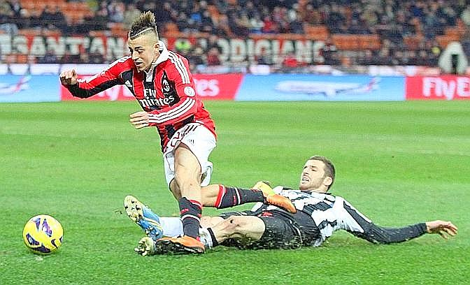 El Shaarawy cade in area. Ansa