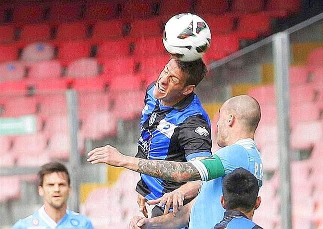 Duello aereo tra Denis e Cannavaro. Ansa