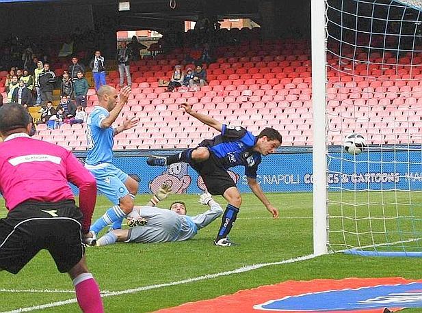 Il tocco decisivo di Cannavaro verso la propria porta. Ansa