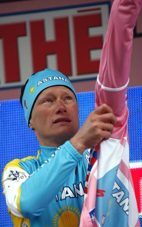 Il kazako l'aveva gi� indossata a Middelburg, dopo la 3� tappa. Bettini