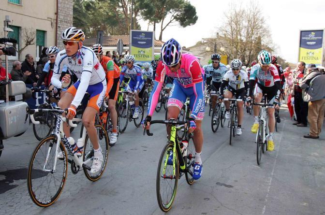 La maglia bianca Robert Gesink (Rabobank) con Alessandro Petacchi