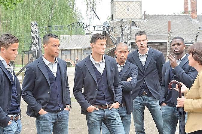 Da destra a sinistra: Afellay, van der Wiel, Boulahrouz, de Jong , van Persie e Willems. Ap