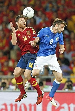 Duello aereo Marchisio-Xabi Alonso. LaPresse
