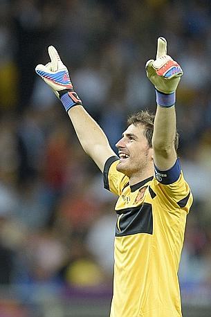 La Spagna e Casillas cominciano a festeggiare. Afp