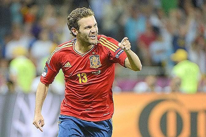 C'è gloria anche per Mata, che a due minuti dal 90' firma il 4-0. E' la vittoria più netta di sempre in una finale europea. Afp