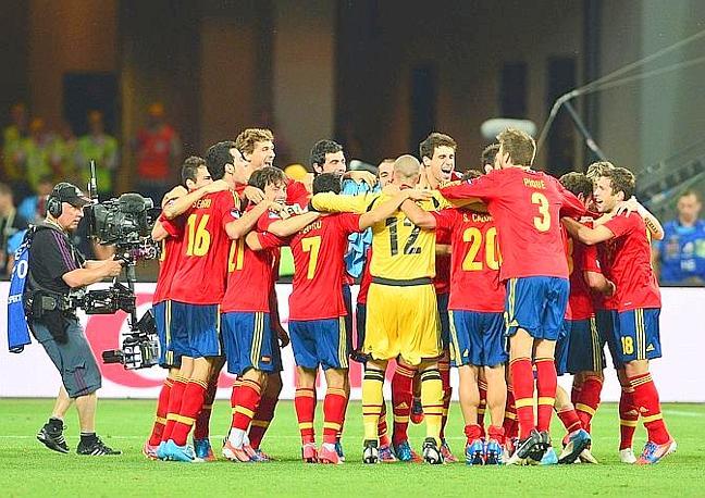 La Spagna esulta al fischio finale. Afp