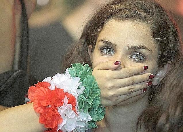 Da Napoli a Medolla, da Torino al Circo Massimo: facce tricolori deluse durante e dopo Spagna-Italia. Ap