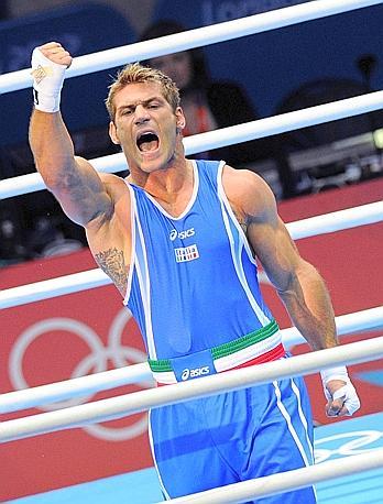 """Clemente Russo, argento, boxe, pesi massimi. La Gazzetta titola: """"Russo lotta, ma si ferma a un passo dalla storia"""". Ansa"""