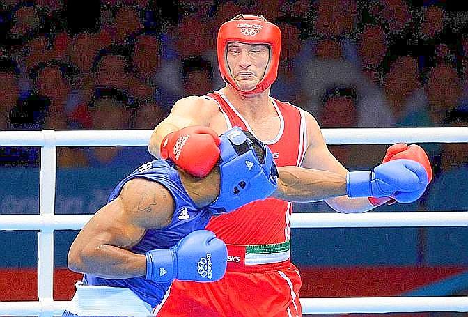 """Roberto Cammarelle, argento, boxe, supermassimi. La Gazzetta titola: """"Italia tra i grandi. Argento con Cammarelle (derubato) e Settebello, ma siamo nel G8"""". Ansa"""