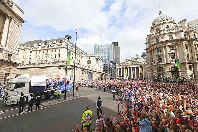 """""""Quest'estate la nostra città ha ospitato un incredibile spettacolo sportivo e migliaia di persone hanno voluto applaudire le performance dei nostri atleti"""" ha dichiarato il sindaco. Reuters"""