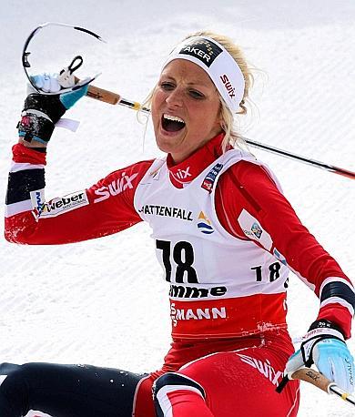Therese Johaug ha appena vinto la 10 km a tecnica libera: esplode la goia. Ansa