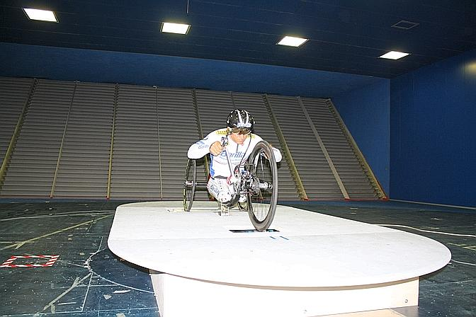 Alex Zanardi nel test alla Galleria del Vento del Politecnico di Milano.