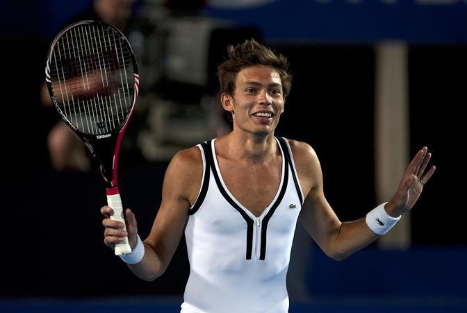 Nicolas Mahut, 28enne francese, è stato il protagonista più guardato della Hopman Cup in corso a Perth, Australia. Il giocatore si è presentato in campo vestito da donna. Ap