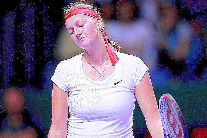 Petra Kvitova aveva chiuso i Wta Championships dell'anno scorso con una vittoria che sembrava averla lanciata definitivamente verso la prima posizione mondiale. Quest'anno, da campionessa in carica, li apre con una sconfitta che non lascia grandi dubbi: la ceca è in crisi. Ansa