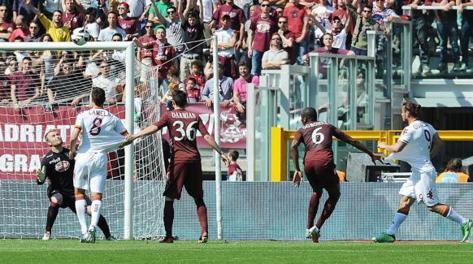 Il gol dello 0-1 realizzato al 22' p.t. da Osvaldo. Ansa
