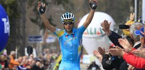 Vincenzo Nibali, messinese dell'Astana, trionfa a Sega di Ala. Bettini