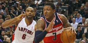 Bradley Beal, a destra, guardia di Washington. Reuters