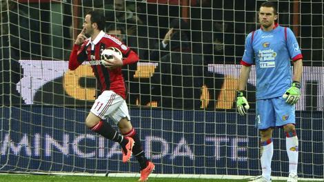 Giampaolo Pazzini esulta: per il rossonero doppietta che porta a 15 gol il suo bottino. Afp