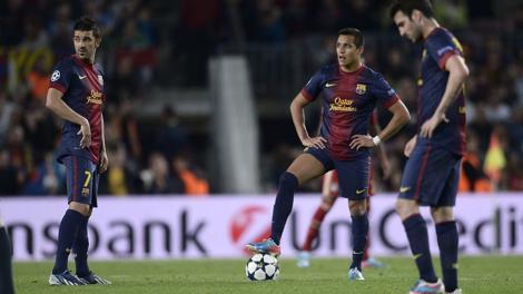 Testa bassa e musi lunghi per i blaugrana al Camp Nou. LaPresse