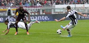 Claudio Marchisio segna il 2-0 al Torino nell'ultimo derby. Ap