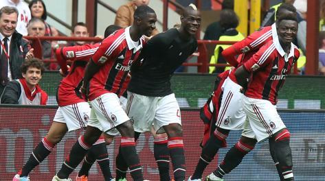 Festa dopo il gol di Mario Balotelli. Ansa