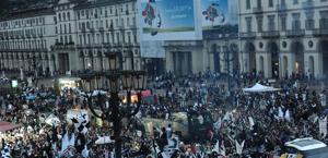 Immagini della festa dei tifosi. Ansa