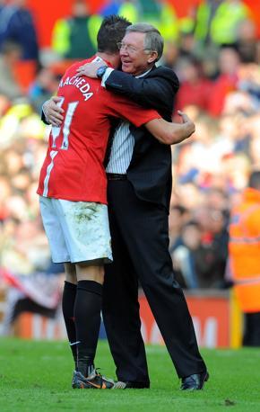 5 aprile 2009. Esultanza dopo il terzo gol segnato in Premier contro l'Aston Villa da Federico Macheda. Afp