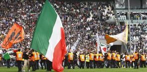 L'esultanza dei tifosi bianconeri al fischio finale di Juve-Palermo. LaPresse