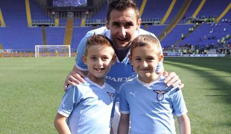 Klose con i suoi figli. LaPresse