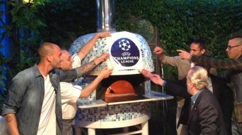 Festa Champions ieri sera: in foto, Paolo Cannavaro, De Laurentiis, Cavani e Hamsik