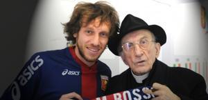 Don Andrea Gallo, è morto ad 84 anni. Qui, in una foto con Marco Rossi