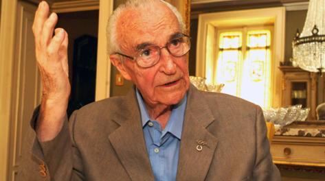 Edoardo Mangiarotti ritratto in via Solferino, a Milano, all'età di 88 anni. Cavicchi