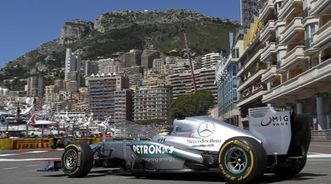 La Mercedes di Rosberg durante le prove libere a Monaco. Ansa