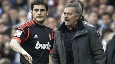 Iker Casillas e José Mourinho. Ansa