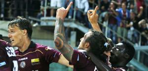Paulinho festeggia così l'1-0. Ansa