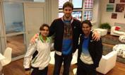 Incontro parigino   - La stella Nba Pau Gasol è a Parigi per assistere alla finale del Roland Garros. Prima dell'inizio, un saluto ai due amici e connazionali, i finalisti David Ferrer e Rafa Nadal. Facebook