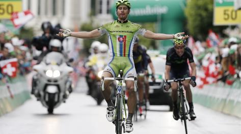 Lo sprint vincente di Peter Sagan. Ap