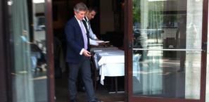 Il d.s. della Fiorentina, Daniele Pradè, all'uscita del ristorante dove si è tenuto l'incontro per Mario Gomez