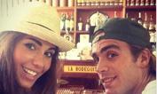 Matri e velina a Cuba    - Tempo di vacanze per l'attaccante della Juve e la sua ragazza Federica Nargi, ex velina di Striscia la Notizia, che hanno scelto Cuba e sono finiti alla Bodeguita, uno dei locali simbolo dell'Avana