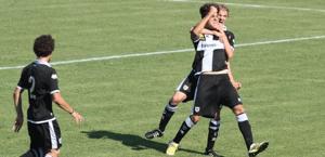 L'esultanza del Parma dopo il vantaggio di Russo