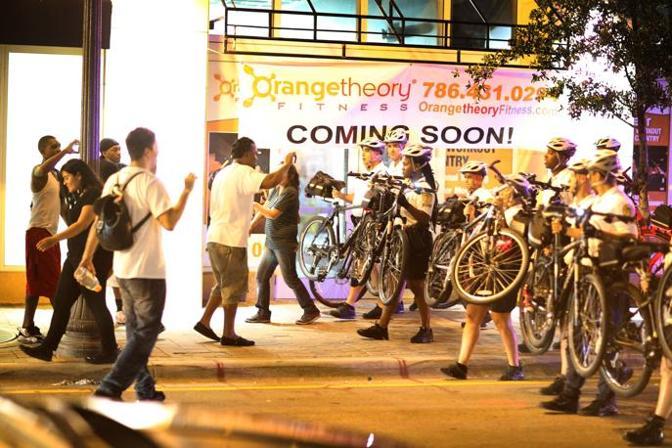 Qualche tensione tra polizia e tifoserie. Afp
