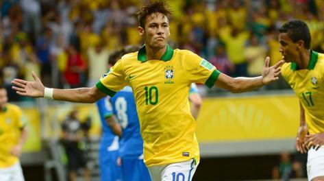 Neymar festeggia così il gol del 2-1 all'Italia. LaPresse