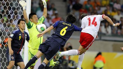 Il secondo gol di Chicharito Hernandez. Epa