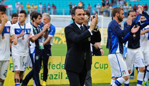 Cesare Prandelli applaude a fine partita. Afp