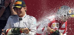 Rosberg e Alonso sul podio di Silverstone. Epa